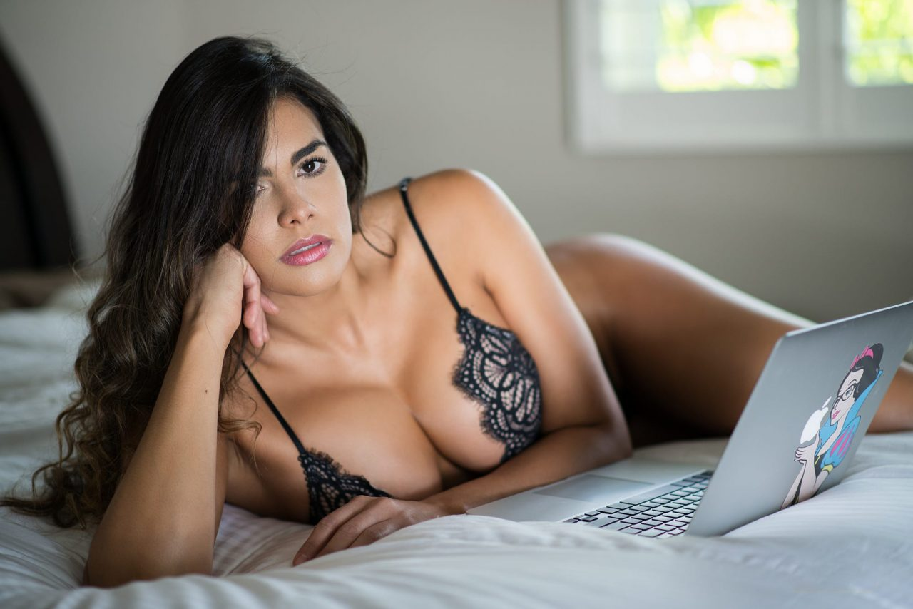 Cum functioneaza webcam modelling-ul? Am nevoie de experienta?